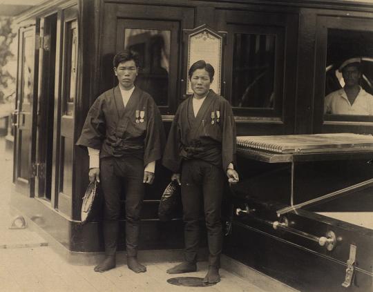 Рикши Георга Греческого (Китагаити Ититаро) и Николая Александровича (Мукохата Дзисабуро). Фото все оттуда же.