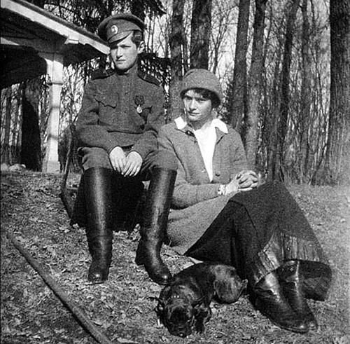 Алексей в Царском Селе с сестрой Татьяной и её собачкой Ортипо.