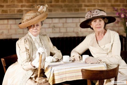 Графиня Грэнтем (Мэгги Смит) и миссис Кроули (Пенелопа Уилтон).