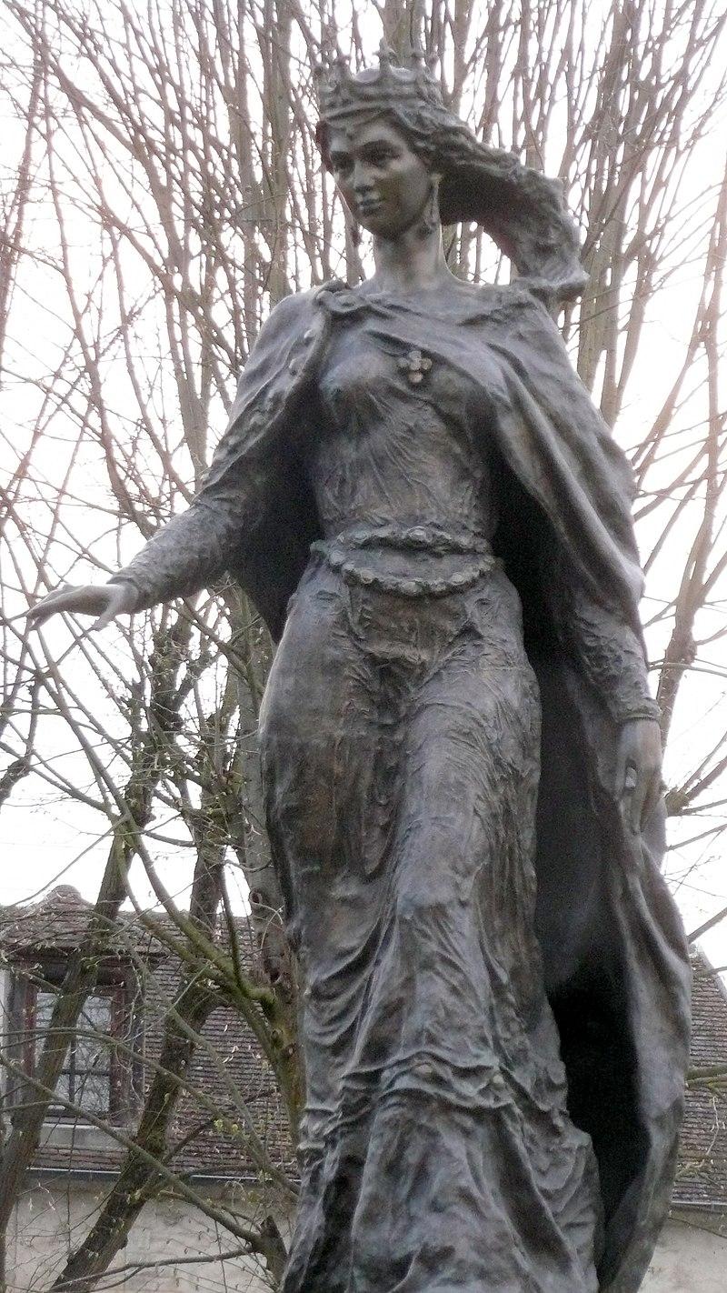 Памятник Анне в Санлисе. С сайта информа.рус.