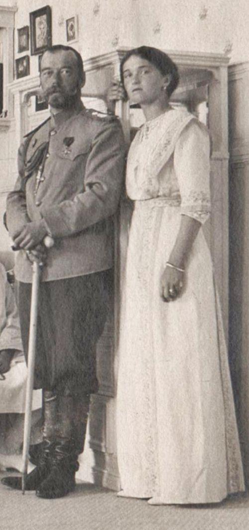 Николай II со старшей дочерью.