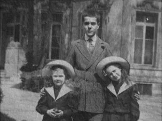 Владимир, Ирина (справа) и Наталия (слева).