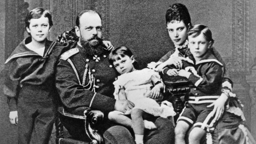 Николай с родителями, сестрой Ксенией и братом Георгием.