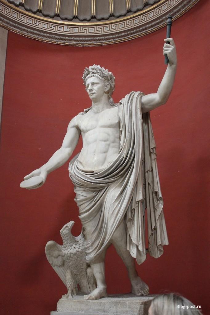 Император Клавдий в образе бога Юпитера.