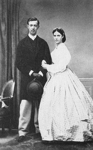 Цесаревич Никс с невестой.