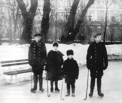 Слева направо: Георгий, Ксения, Михаил и Николай.