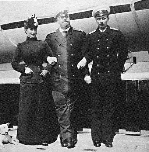 Георгий Александрович с отцом и матерью на яхте. 1892.