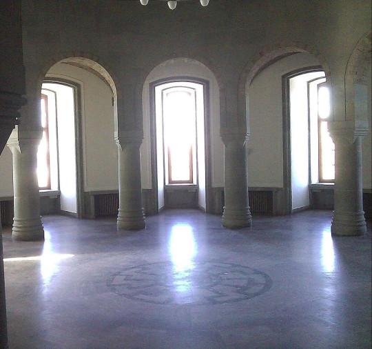 Внутри замка Вевельсбург, который Гиммлер хотел сделать центром новой религии.
