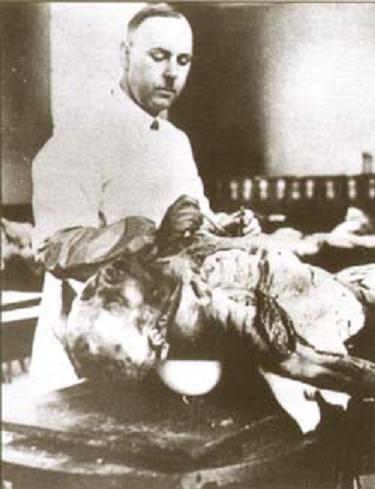 Опыты Хирт ставил не только на узниках концлагерей и животных, но и на самом себе.