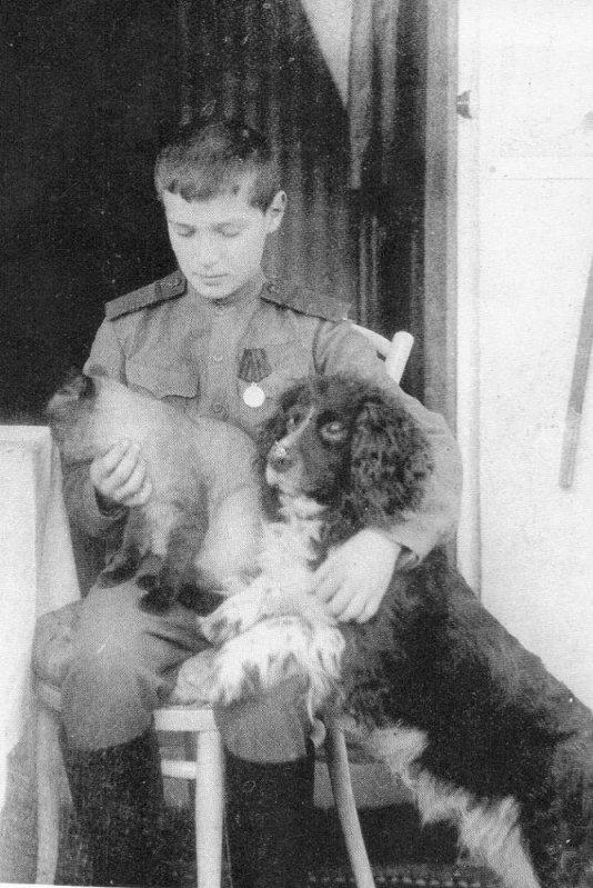 Алексей с Котиком и псом Джоем.