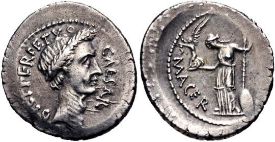 Денарий 44 года до н. э. с изображением Цезаря (слева).