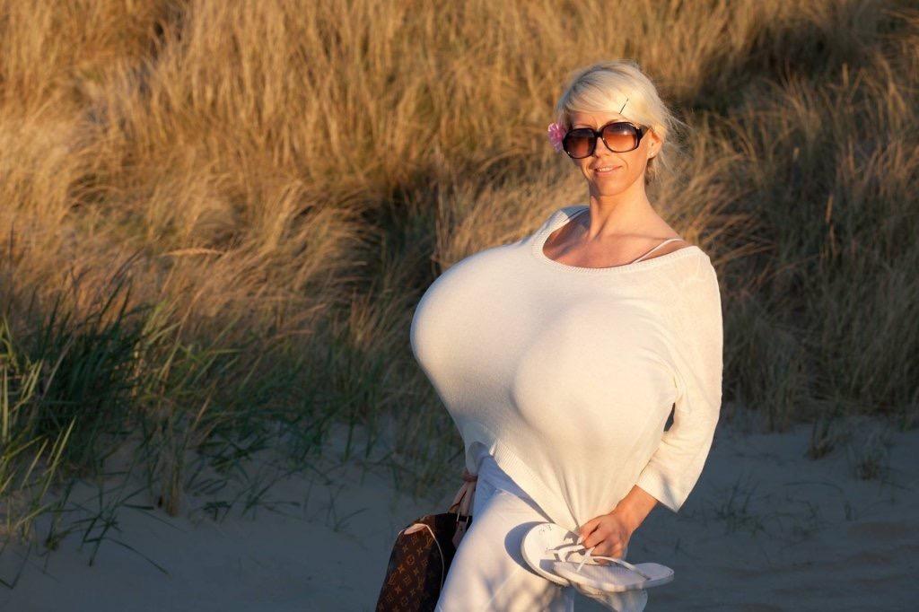 Немки с огромной настоящей грудью, порно видео клитор лижет большой язычок