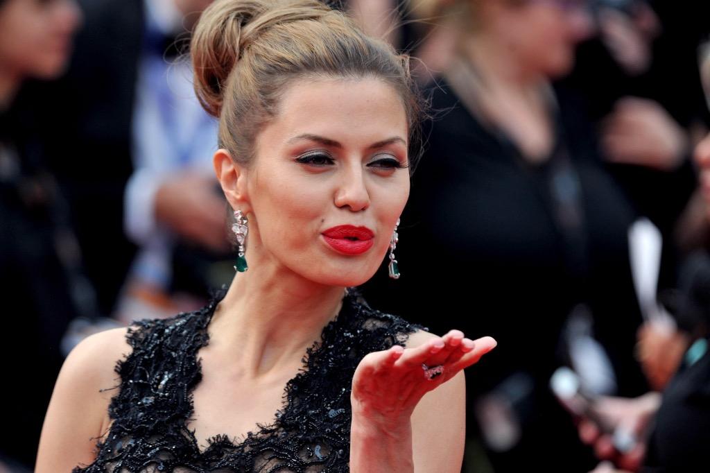 Сексуальные и откровенные позы голенькой Виктория Боня на фотках и видео