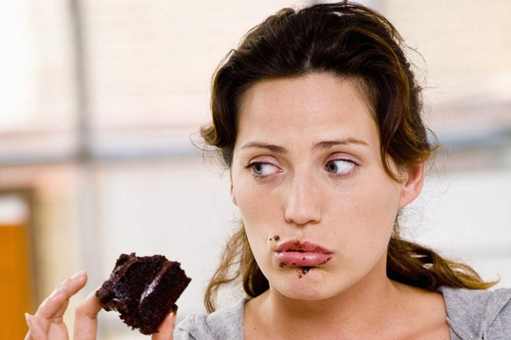 Чисто женская болезнь: нервное переедание
