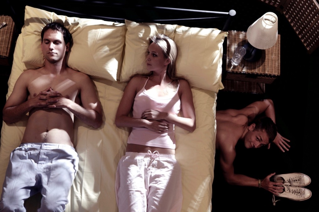 Секс муж изменяет жене при ней 4 фотография