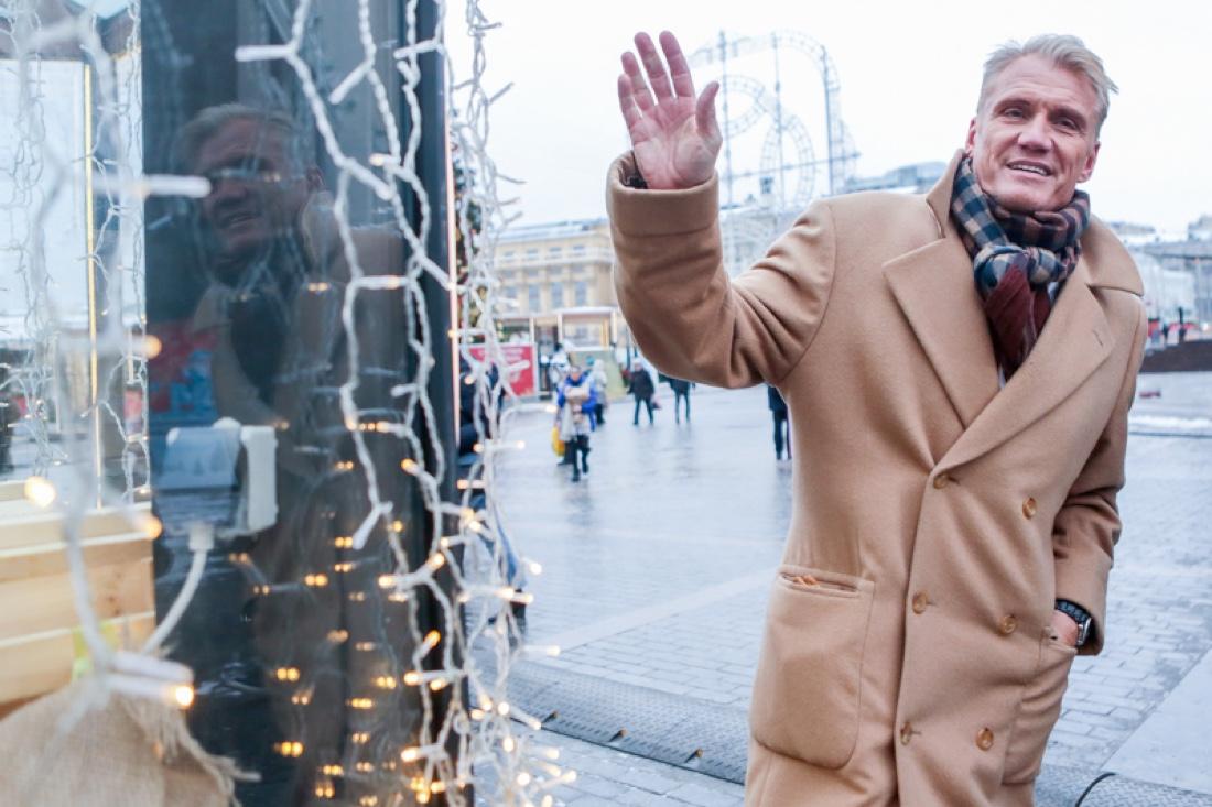 Зачем Дольф Лундгрен гуляет по Москве?
