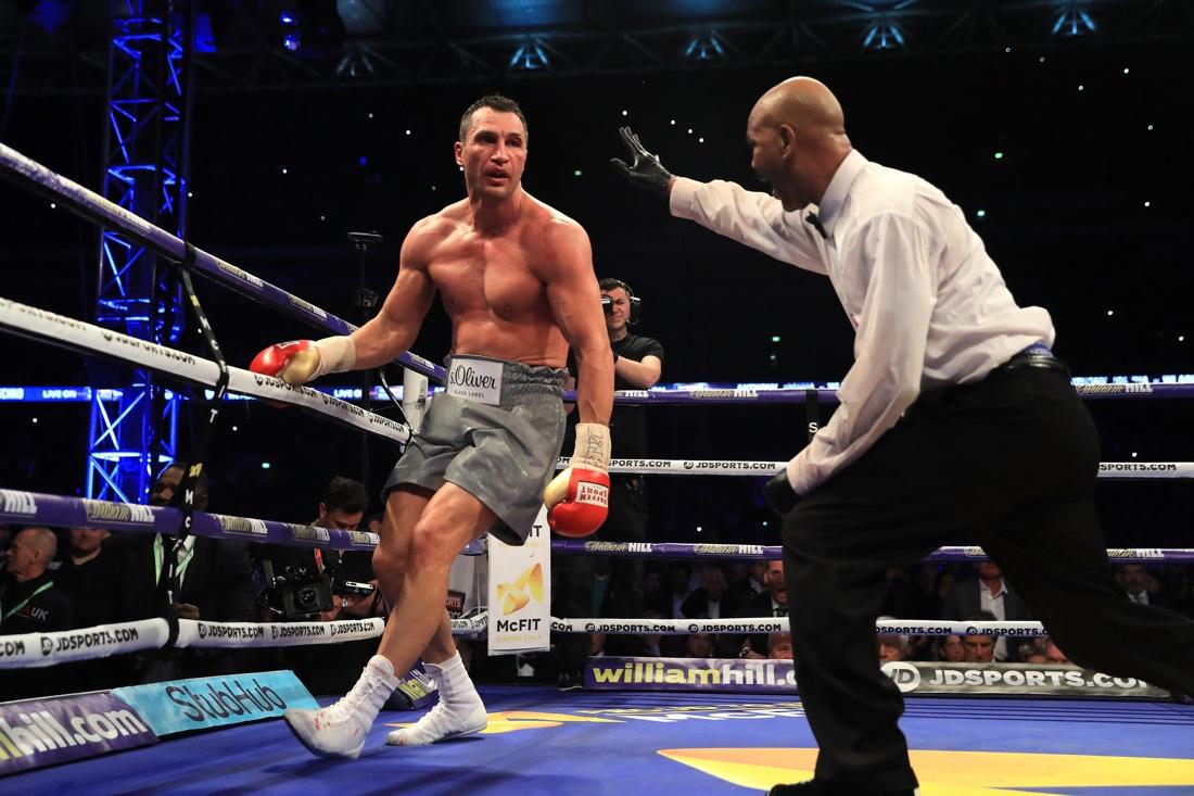 Мужик трахнула девушку на боксе