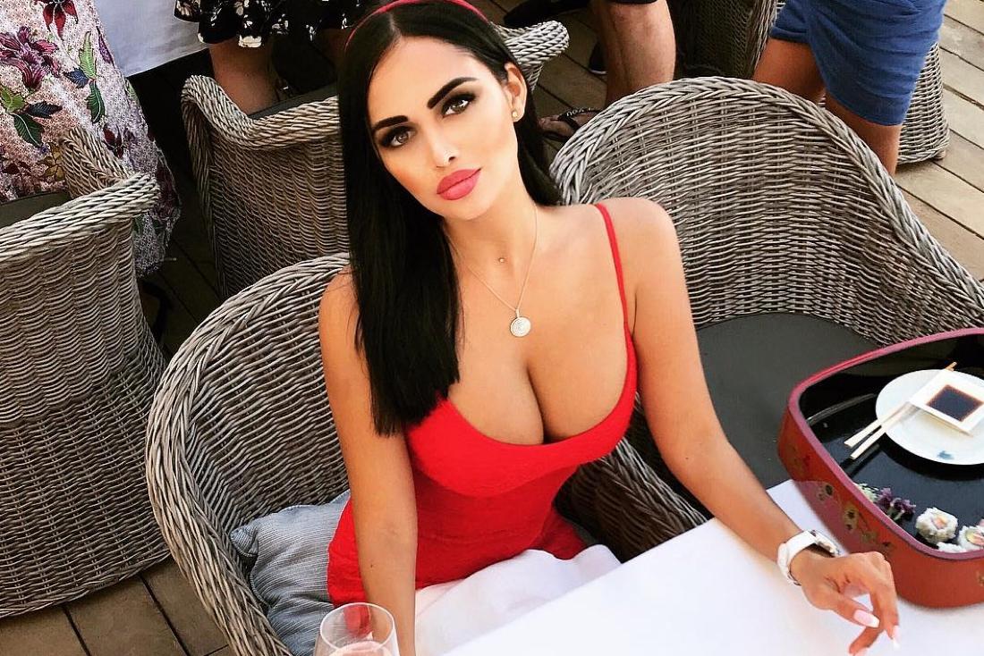 zhopi-bab-v-sportzale-seks-porno-golie-devushek-foto