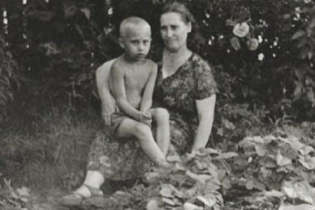 Мама Путина