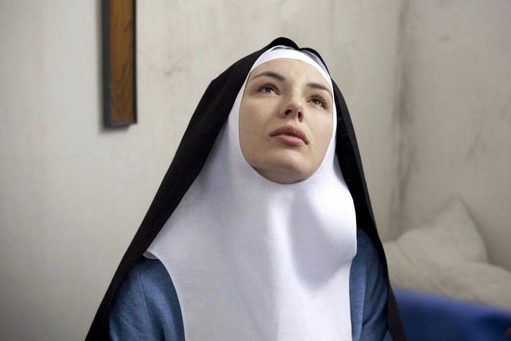 Монахиня или проститутка?