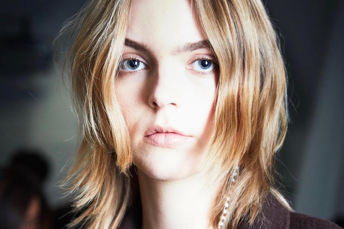 Ломкие волосы и птоз: что общего?