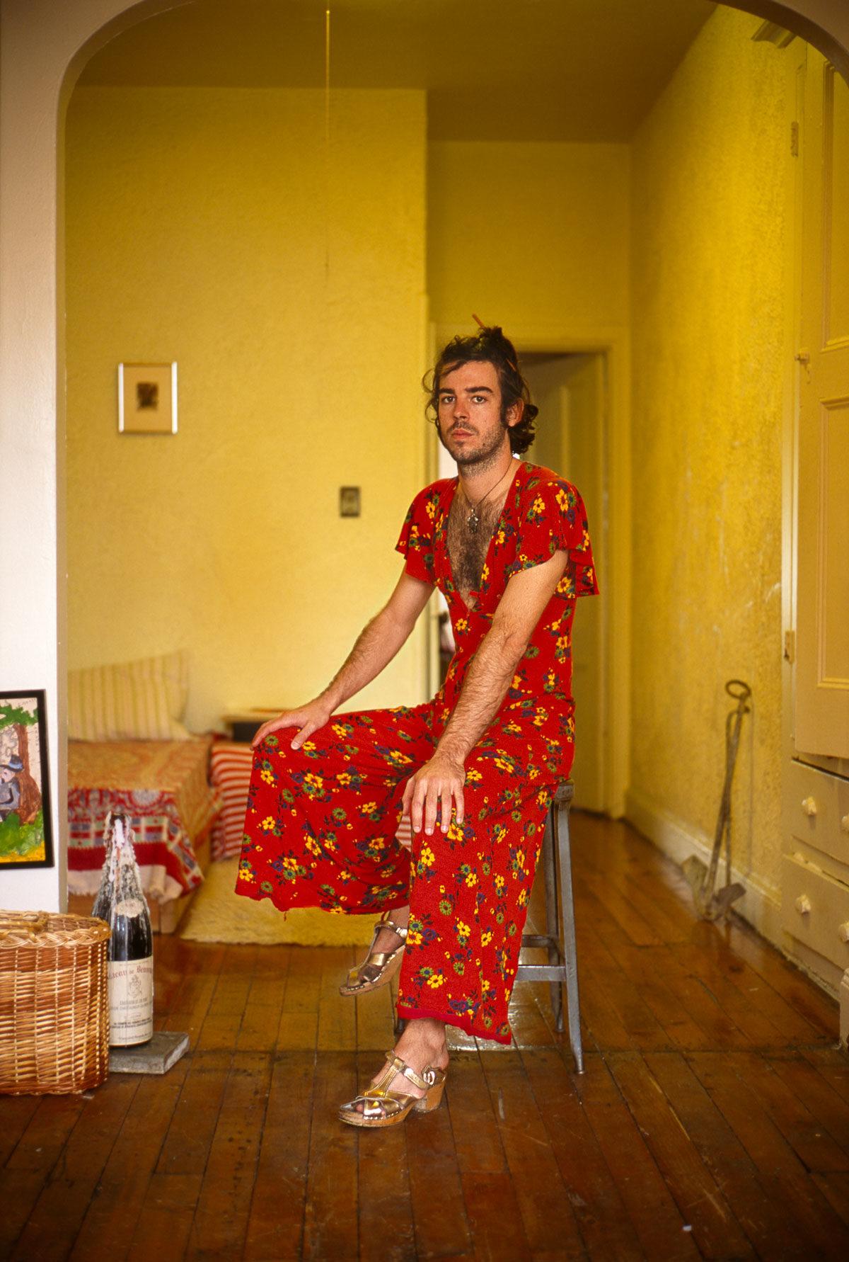 мужчина в женской платье
