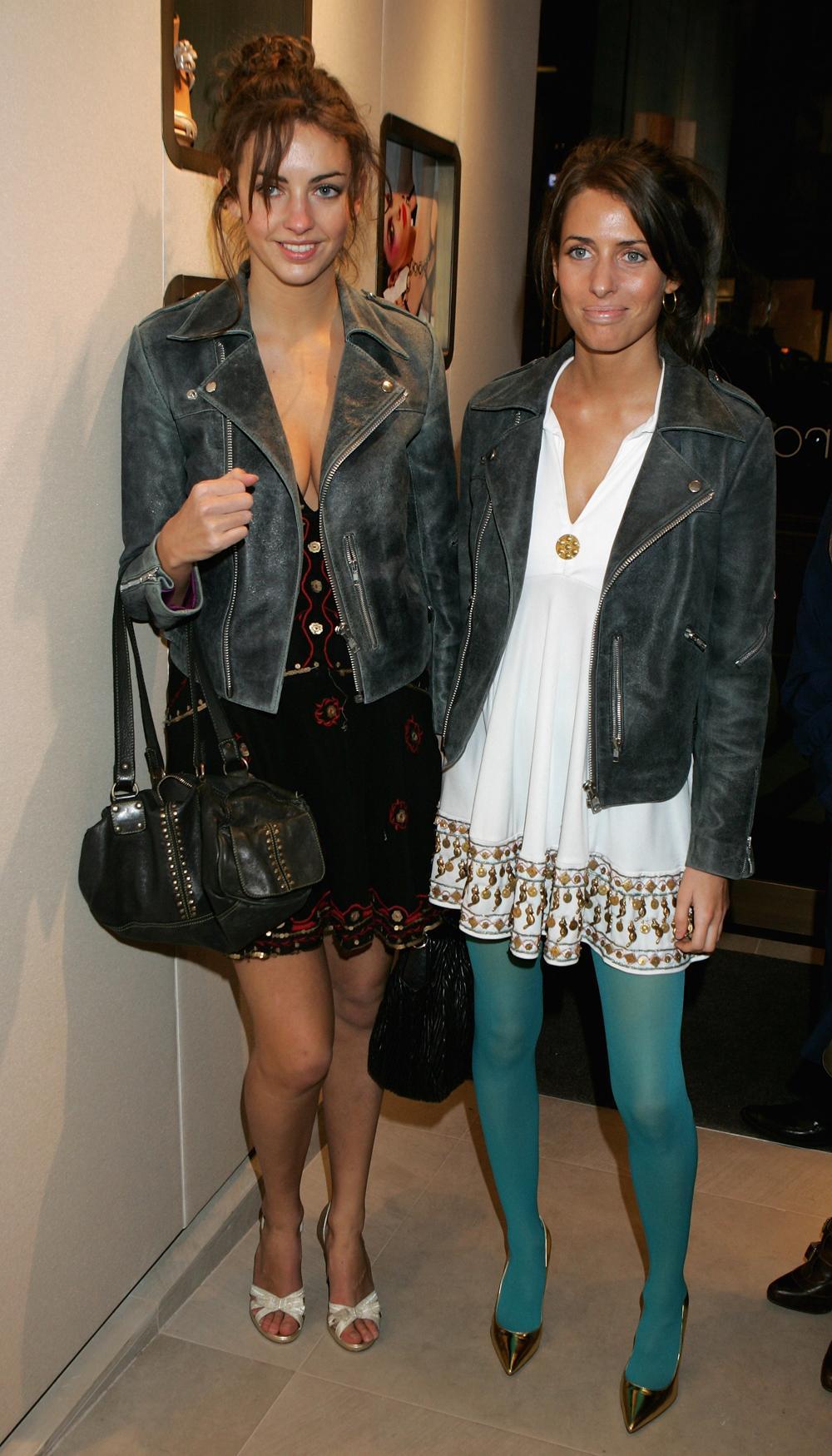 Сара Роуз слева