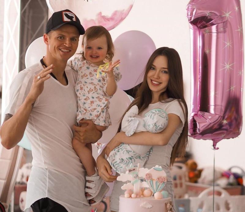 Тарасов и Костенко с детьми