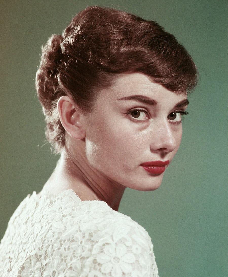 большой нос Одри Хепберн