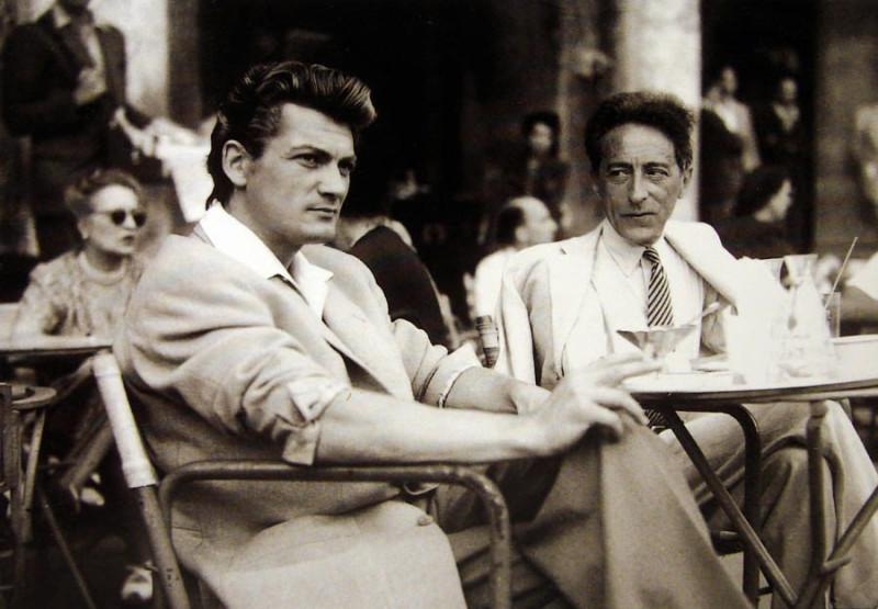 французский актер Жан Маре со своим любовником Жаном Кокто (справа)