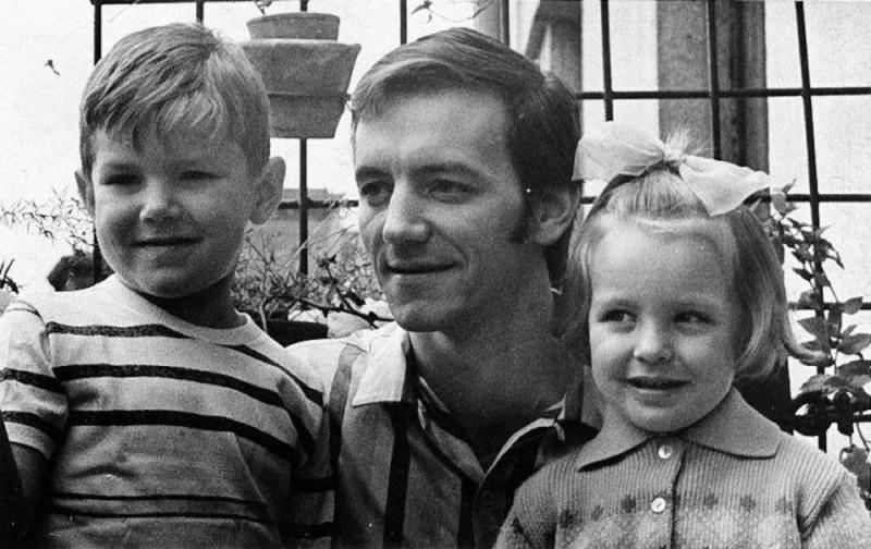 Марис Лиепа с детьми