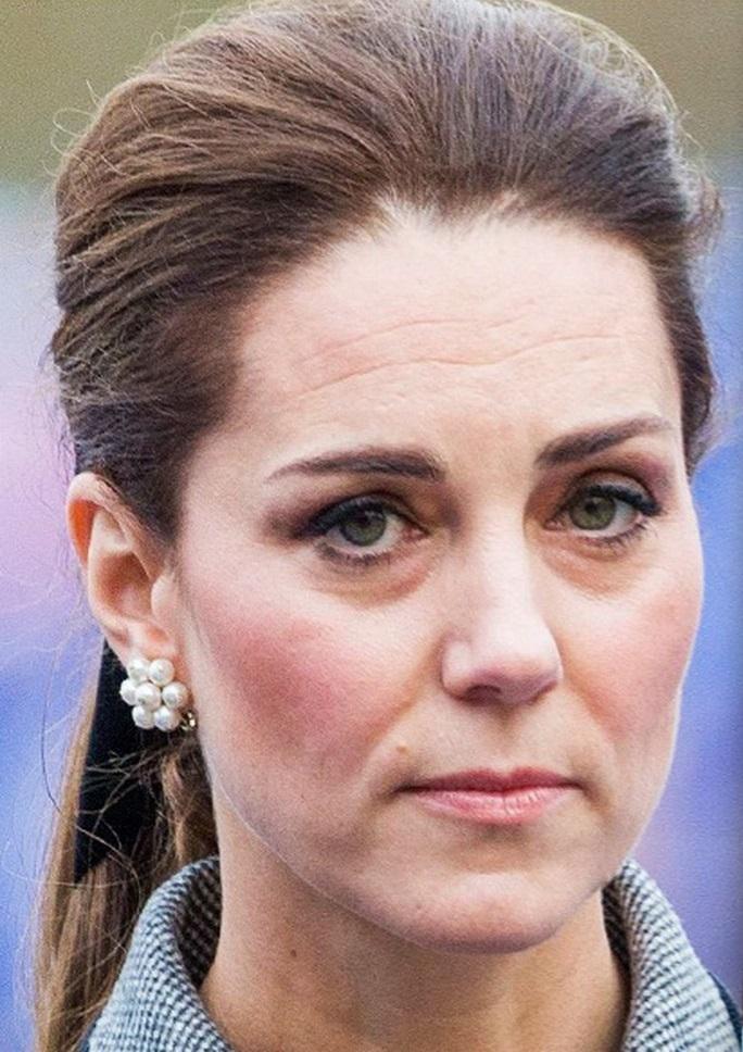 Все тяготы жизни при дворе отразились на внешности герцогини не лучшим образом