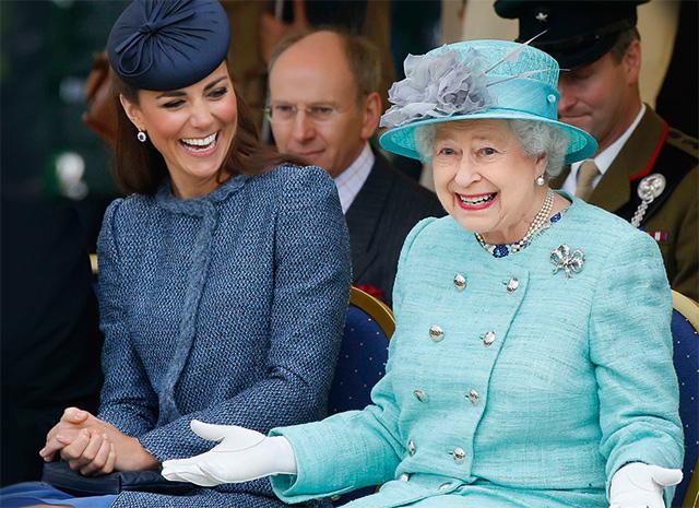 Герцогиня Кэтрин и  правящая королева Британии Елизавета II