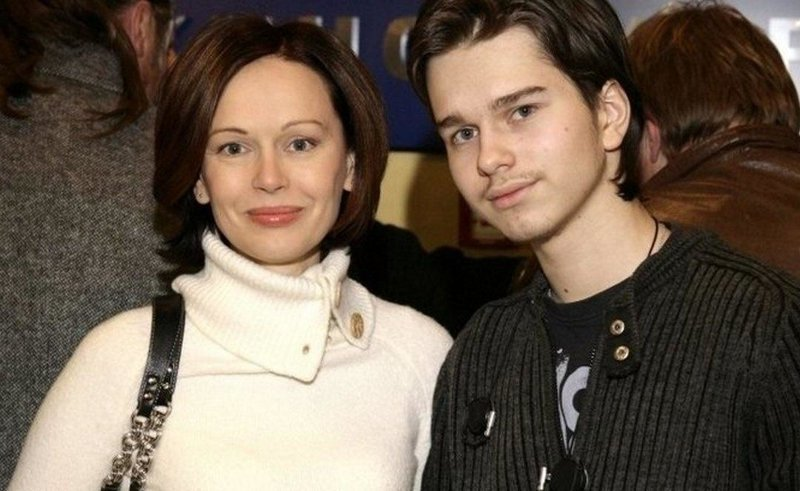 Ирина Безрукова с сыном Андреем Ливановым (парня уже нет в живых)