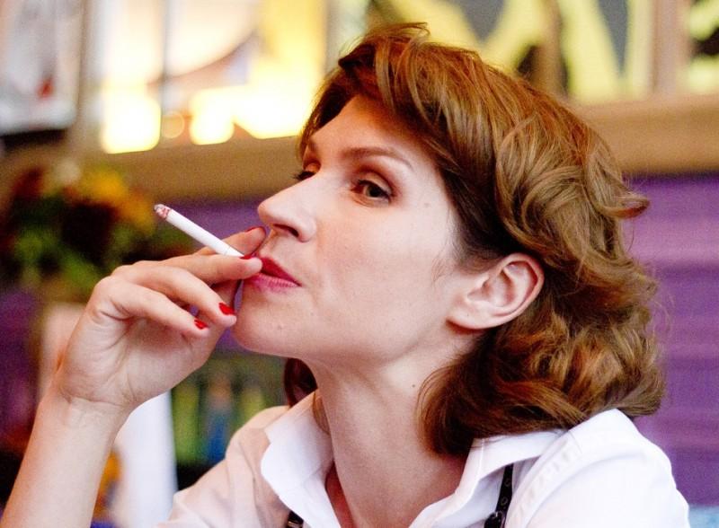 Подобная внешность, еще и с сигаретой - полнейший антисекс!