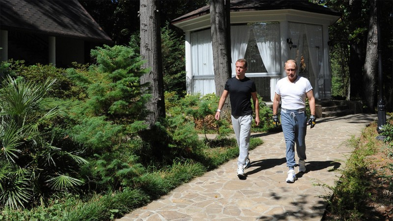 """Путин и Медведев в резиденции """"Бочаров ручей"""""""