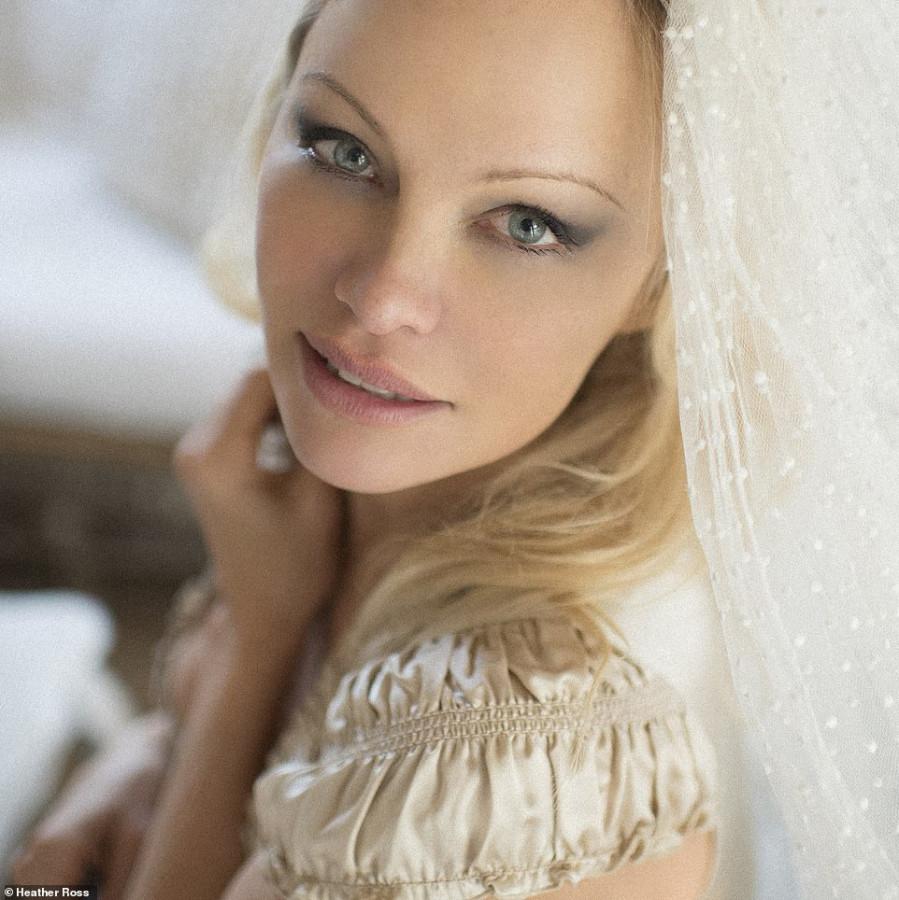 Невесте 53, а кто даст (пусть и с фотошопом)?