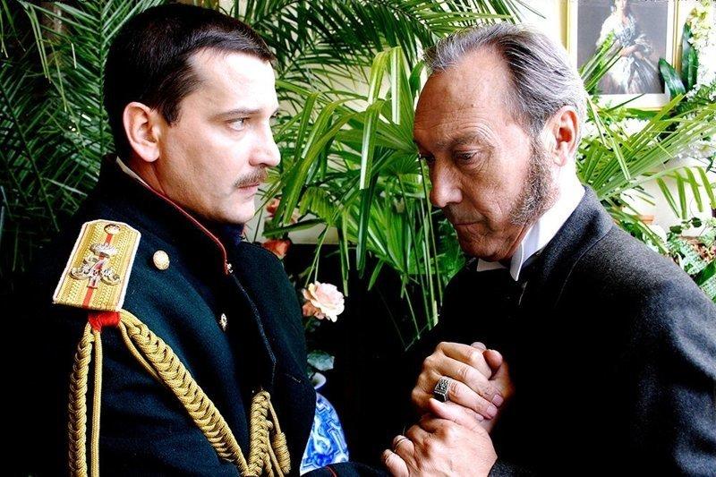 Олег Янковский (справа) — Каренин. Слева Ярослав Бойко — Вронский