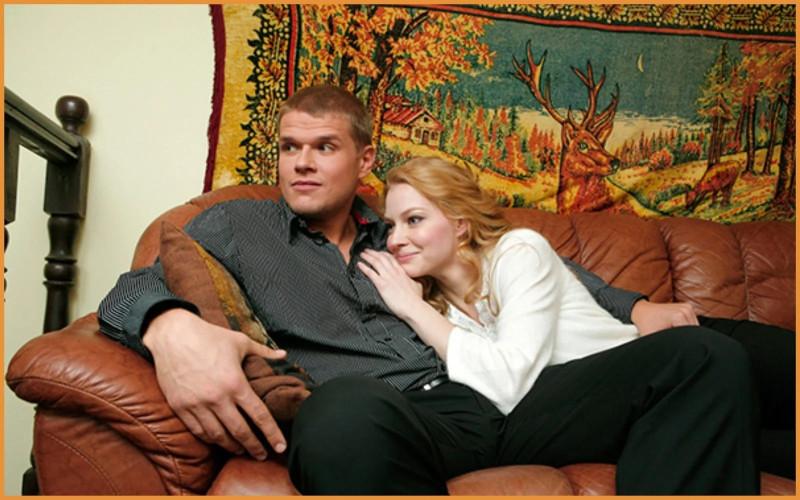 Молодые супруги — Владимир Яглыч и Светлана Ходченкова к сожалению расстались в 2010 году