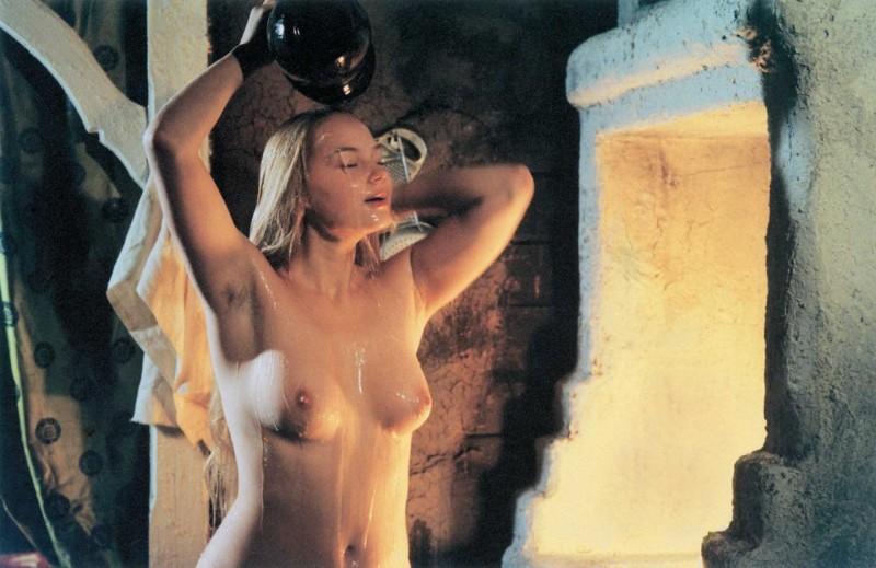 """Кадр из фильма """"Благословите женщину"""", 2003г."""