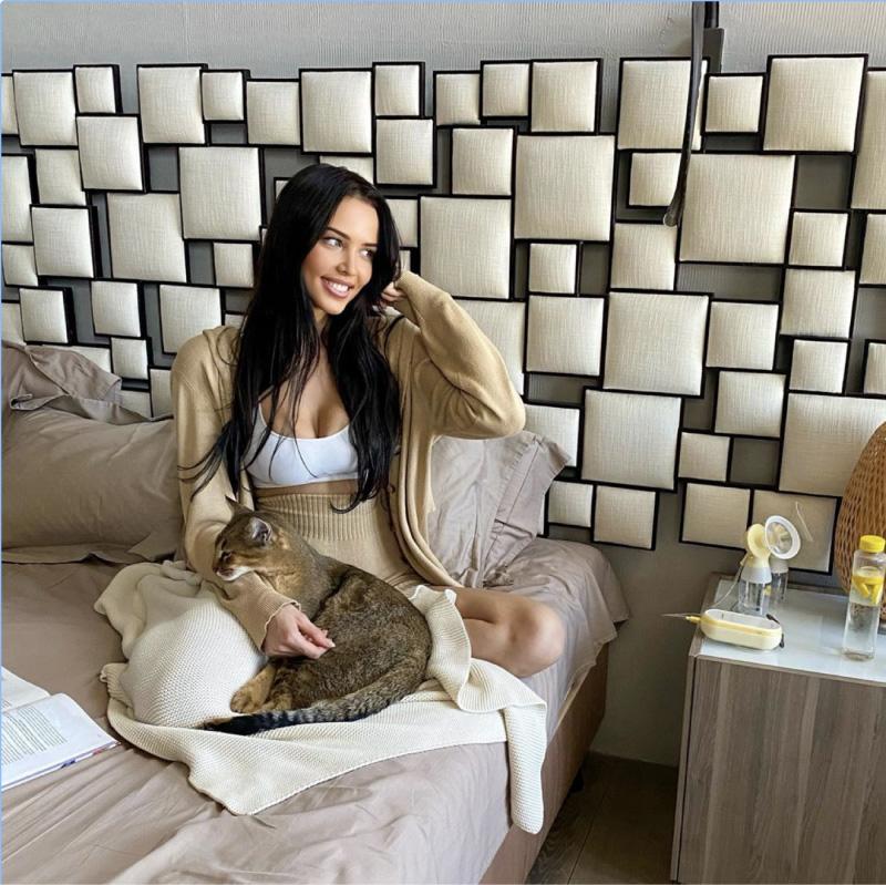 Я тоже очень люблю котиков))