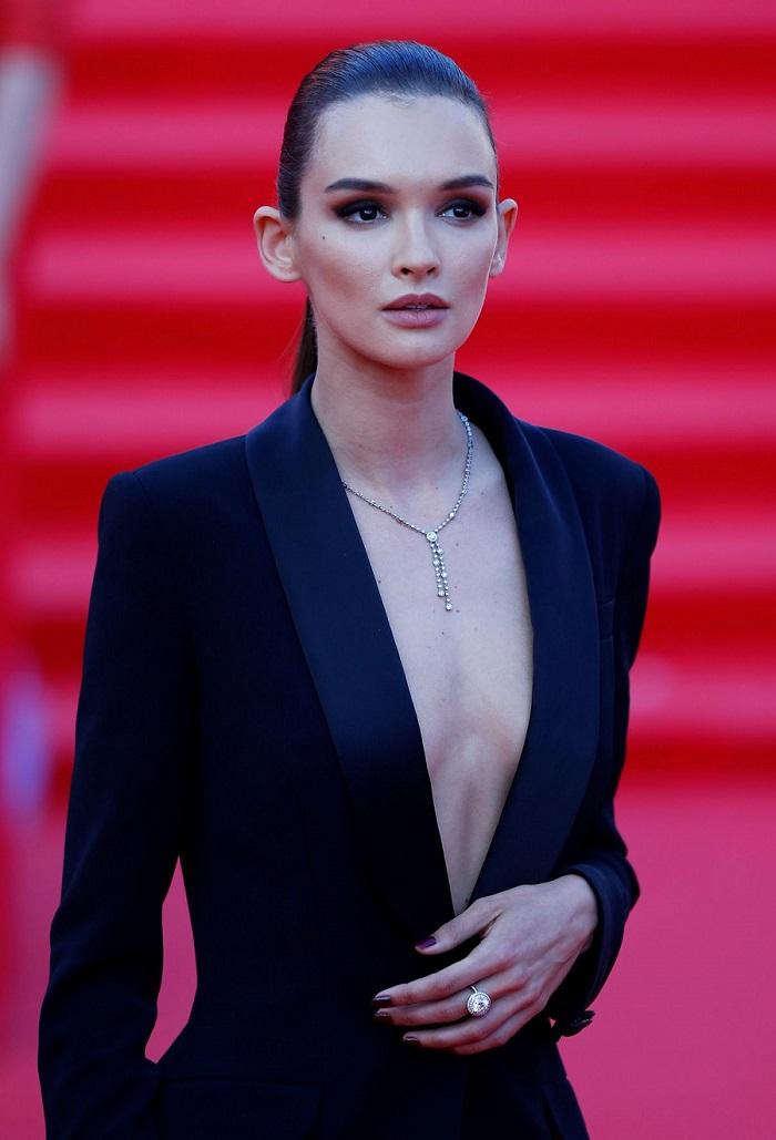 Паулина Андреева — пример красивой женщины, с которой не стыдно жить и появляться в обществе любому нормального мужчине