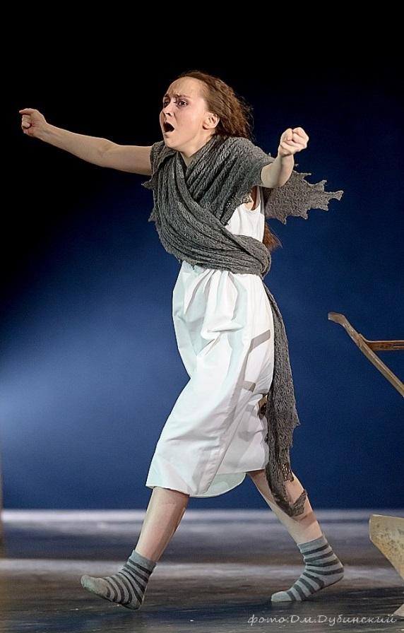 Мария Бердинских на сцене театра им. Вахтангова