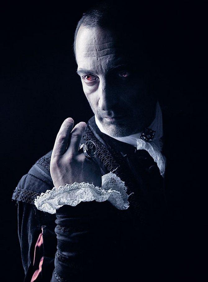 "Кадр из сериала ""Пятая стража"" 2013г., где он сыграл вампира"