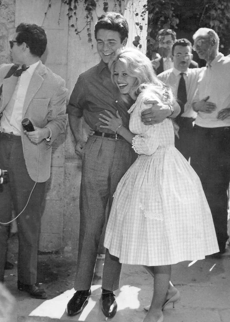 ББ в день свадьбы с Жаком Шарье выглядит вполне себе счастливой