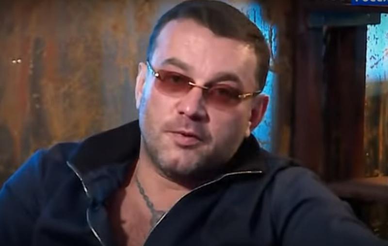 """Безработный уголовник Роман Захаров: """"Она на мне училась!"""". По признанию брутального мачо это он обучал родную сестру Марусю искусству любви ... нюанс —  по ее собственной просьбе ☝"""