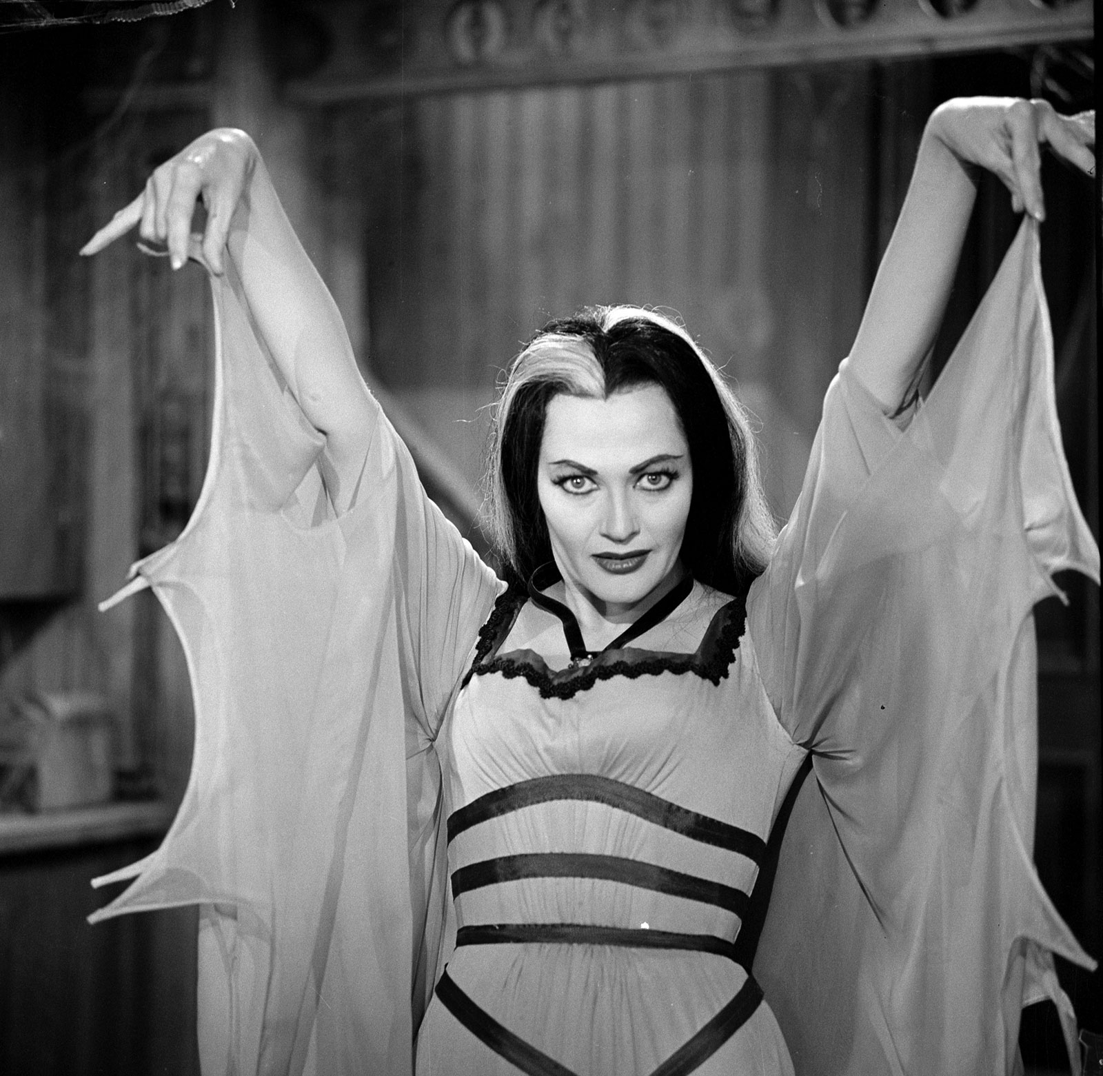 Yvonne decarlo munsters nude