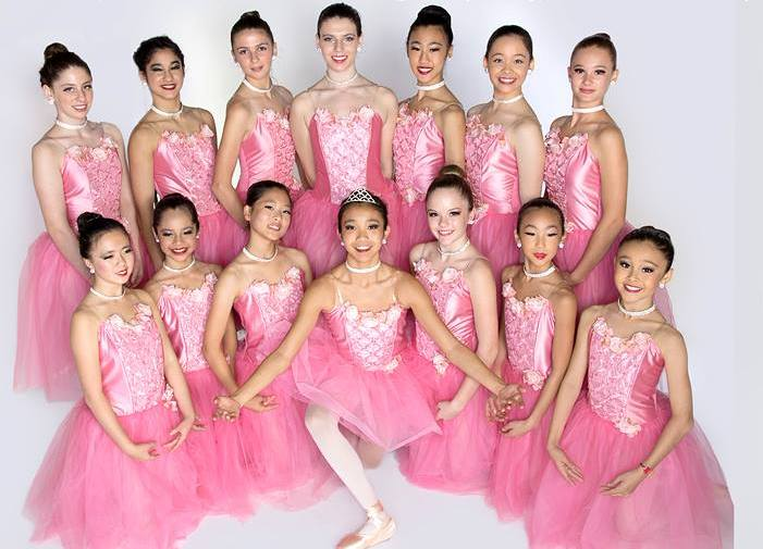 © 2015 Elite Dance Studio, Ellie is in the second row, first on right, Source: Elite Dance Studio Facebook (https://www.facebook.com/381237831952387/photos/a.386060541470116.89974.381237831952387/754258427983657/?type=1)