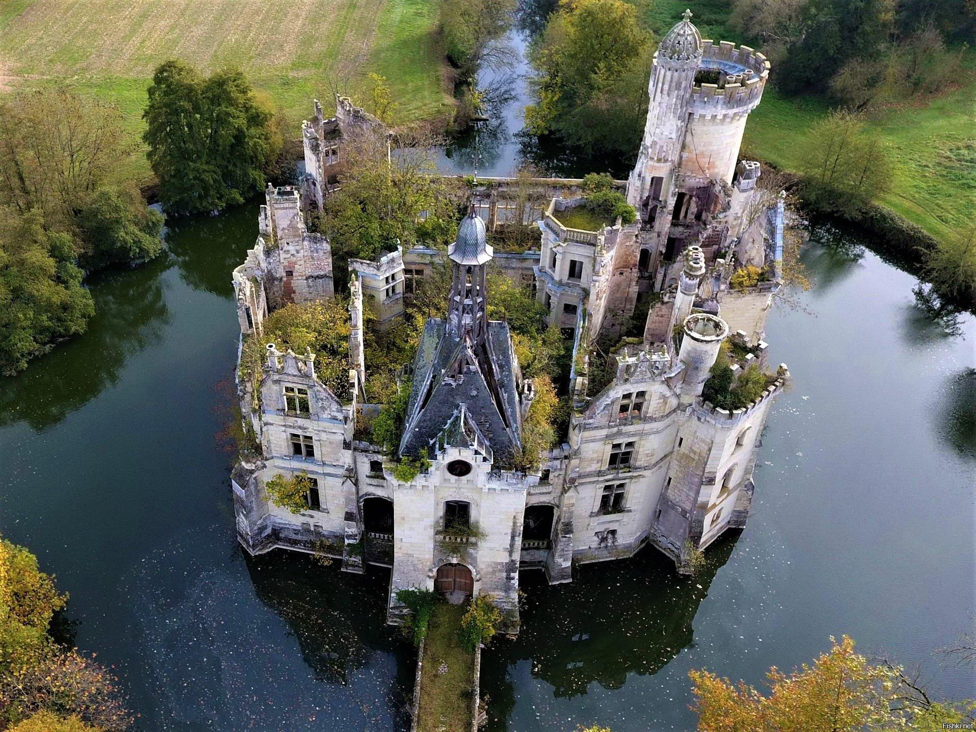 Château de la Mothe-Chandeniers France