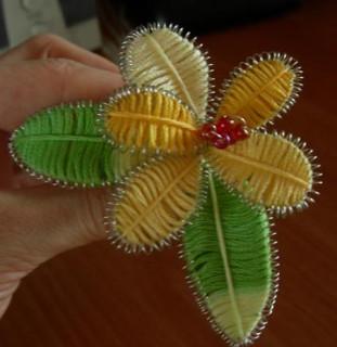 Цветок из проволоки и ниток мулине